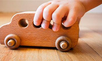 Почему простые деревянные игрушки лучше для ребенка?