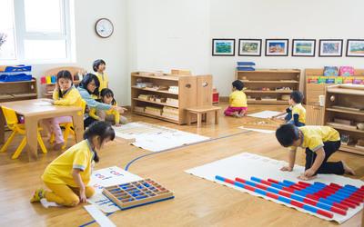 В чем отличие традиционного детского сада, от монтессори?